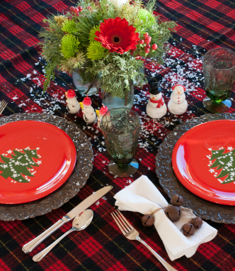 Christmas Plates with Centerpiece