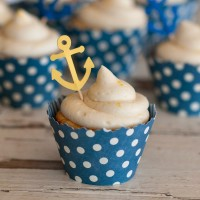 Vanilla Cupcakes with Lemon Cream Cheese Frosting